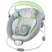 Komfortné vibrujúce lehátko s melódiou a bielym šumom Savvy Safari™ od Ingenuity s príjemným semišovým poťahom očarí každé bábätko a urobí ho šťastným.  - pohodlná sedacia časť s jemným semišovým poťahom - jemné vibrácie a biely šum, ktorý sa aktivuje pri pohybe dieťatka a pomáha ho upokojiť - biely šum je náhodný signál a prístroje, ktoré ho produkujú sú určené na ochranu súkromia pri konverzácii, podpore spánku a zamaskovaniu hučania v ušiach - 7 melódií s automatickým vypnutím - lehátko obsahuje podložku pod nohy, polstrované bočné výplne a odnímateľnú opierku hlavy - odstrániteľná hrazdička s 2 hračkami pre ľahší prístup k dieťatku - lehátko je vhodné pre deti od narodenia až do 9 kg - lehátko vyžaduje použitie 3 C (LR 14) batérií, ktoré nie sú súčasťou balenia - 3-bodový bezpečnostný pás - protišmykové nožičky - poťah lehátka je možné prať v práčke  Rozmery produktu: 56,7 cm x 62,2 cm x 58,4