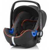 i-Size bezpečnosť bez kompromisov pre vaše rastúce dieťa.  BABY-SAFE i-SIZE je prvá detská autosedačka, ktorá spĺňa novú normu ECE R129 týkajúce sa autosedačiek (i-Size). Autosedačka poskytuje bezpečie a pohodlie pre novorodencov a deti do 15  mesiacov a prispôsobuje sa vášmu rastúcemu dieťaťu až do 83 cm výšky.  Detská autosedačka je vybavená vložkou pre novorodenca, ktorá zaistí dodatočnú ochranu a pohltí energiu v prípade nárazu. Vložka môže byť odstránená a hlavová opierka môže byť prispôsobená tak, aby poskytla viac priestoru pre vaše rastúce dieťa.  Patentovaná technológia polohy ležmo pre bezpečie a pohodlie Vieme, ako je náročné rozhodnúť o najbezpečnejší polohe ležmo pre novorodencov počas cestovania autom. Vzhľadom k tomu, že svaly novorodenca nie sú ešte úplne vyvinuté, poloha  ležmo je lepšie, zatiaľ čo poloha viac sede je bezpečnejšie v prípade  nárazu. BABY-SAFE i-SIZE je vybavená našou patentovanou technológiou polohy  ležmo, ktorá vám poskytne jednoduché riešenie - prispôsobením hlavové  opierky umožníte nastavenie polohy ležmo. Môžete dokonca zabezpečiť lepšiu polohu ležmo pre vaše dieťa použitím FLEX BASE BABY-SAFE i-SIZE v niektorých modeloch vozidiel.  Pokoj v duši počas prvých ciest vášho dieťaťa Deti, najmä potom novorodenci, sú najviac zraniteľní cestujúcich a preto si vyžadujú ochranu proti každému možnému nárazu. Práve preto sme sa sústredili na vývoj, skúšanie, zdokonaľovanie a  výrobu detských autosedačiek, ktoré spĺňajú najnáročnejšie možné  štandardy a ich skúšky prevyšujú nároky na novú normu týkajúcu sa  bezpečnosti detí (ECE R129). Kúpite Ak BABY-SAFE i-SIZE, kúpite aj náš výskum a záruku bezpečnosti  pre vaše dieťa a zaistíte si tak úplný pokoj v duši počas cestovania so  svojím dieťaťom.      Vložka pre novorodencov     Špičková technológia tlmenie bočného nárazu (SICT)     Technológia polohy ležmo     Ľahko nastaviteľná hlavová opierka a popruhy     Slnečná clona     5bodový bezpečnostný pás     Ľahké vybratie pomocou adaptérov Cli