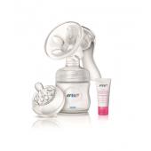 neobsahuje Bisphenol (0%BPA)     ľahká manipulácia     mlieko odsávané priamo do zásobníka AVENT     extra mäkký novorodenecký cumlík Natural     materiál: PP (polypropylén)  Vaše materské mlieko je odsávané priamo do zásobníka AVENT, z ktorého po pripojení cumlíka môžete nakŕmiť vaše dieťa. Obsah:      manuálna odsávačka s krytom hrdla     1x Fľaša Natural 125ml     tesniace viečko     + DARČEK: 1 balenie - zvlhčujúci krém na bradavky 30ml  Odsávačka materského mlieka AVENT natural Vám pomôže ľahko odsať  mlieko z prsníka priamo do zásobníkov AVENT alebo do VIA pohárikov na  uskladnenie v chladničke alebo v mrazničke. Tak je možné, aby ktokoľvek  nakŕmil Vaše dieťa materským mliekom počas Vašej neprítomnosti. AVENT  odsávačka mlieka Natural je všeobecne obľúbená medzi mamičkami i  zdravotníckym personálom všade na svete, kde našli zaľúbenie v jej  revolučnom dizajne. Odsávanie mlieka odsávačkou AVENT Natural je  jemnejšie, kľudnejšie a efektívnejšie než ostatnými bežne dostupnými  odsávačkami.  Odsávačka pracuje rýchlo, jemne a ticho, bez potreby elektriny alebo batérií.  V nedávnych klinických testoch boli porovnávané priamo mamičkami v  pôrodniciach elektrické odsávačky s odsávačkou AVENT. Porovnávalo sa  podľa úľavy po použití, podľa veľkosti podtlaku a podľa celkového  pohodia pri odsávaní. Na konci pokusu, keď si mamičky mohli vybrať medzi  elektrickou odsávačkou a odsávačkou, dalo 64% mamičiek prednosť  odsávačke AVENT.  Tajomstvo úspechu je v kombinácii silikónovej masážnej vložky s  výstupkami v tvare okvetného lístka so silikónovou membránou, ktoré  spoločne počas odsávania navodzujú podobné pocity ako pri dojčení.  Mäkká silikónová vložka s masážnymi výstupkami zaisťuje masáž prsníkov.  Keď stláčate páku odsávačky, výstupky sa pohybujú hore a dole a jemne  masírujú dvorec bradavky. Masáž prsníka zaisťuje bezbolestné a  prirodzené odsávanie materského mlieka.  Silikónová membrána 100% zaručuje potrebný tlak na odsávanie. Silu  podtlaku a frekvenciu odsávan
