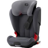 Autosedačka KIDFIX XP je vybavená technológiou XP-PAD zaisťujúci bezpečné upútanie dieťaťa, systémom ISOFIT umožňujúcim čo najbezpečnejšie a najjednoduchšie montáž a ďalej vodiacimi prvkami pre intuitívne umiestnenie pásov, ktoré zaisťujú správnu pozíciu pri opakovanom umiestňovaní trojbodového bezpečnostného pásu pre dospelých a maximalizujú tak ochranu vášho dieťaťa. Takto sa prejavuje ozajstná bezpečnosť.    Umiestnenie po smere jazdy od 15 kg do 36 kg  XP-PAD - Pre skupinu 2-3 bol nastavený nový bezpečnostný štandard, ktorý v prípade čelného nárazu odvádza až 30% energie z oblasti krku dieťaťa (narozdiel od použitia iba pásu pre dospelých) Systém ISOFIT umožňuje priame spojenie s kotviacimi bodmi ISOFIX vozidla pre jednoduchú a bezpečnú inštaláciu Intuitívne umiestnené vodiace prvky pásov zaisťujú správnu pozíciu 3-bodového pásu pre dospelých a maximalizujú tak ochranu vášho dieťaťa Niekoľko naklápacích polôh umožňuje nastaviť pre dieťa pohodlnú pozíciu na spanie, ktorú je možné upraviť, bez toho aby ste ich museli vyrušovať Hlboké, mäkko polstrované bočnice zaisťujú optimálnu ochranu dieťaťa proti bočnému nárazu v rámci celej sedačky Operadlo v tvare V - sa dokonale prispôsobí vývoju vášho dieťaťa Výškovo nastaviteľná hlavová opierka a vodiace prvky umožňujú sedačke rásť s vaším dieťaťom a zároveň držia pás pre dospelých v správnej pozícii cez ramená dieťaťa Sedačka je zabezpečená systémom ISOFIX aj v prípade, že sa nepoužíva - ak v sedačke nesedí dieťa, nie je ju potrebné odnímať alebo inštalovať Indikátory inštalácie potvrdzujú, že je sedačka nainštalovaná správne Zaťahovací ISOFIX paží dovoľujú ISOFIX konektorom aby boli uložené počas ukladania alebo použité v momente keď je použitie s pásom jediná možnosť Mäkko polstrovaný umývateľný poťah udržuje dieťa v sedačke v pohodlí a možno ho ľahko sňať pre vypranie
