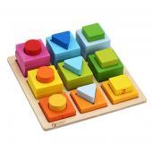 Drevené geometrické bloky sú vhodné pre deti od veku 3 rokov.  Plnofarebná zostava rôznych blokov môže napomáhať pri učení sa farieb a  tvarov. Skladačka sa môže použiť aj ako stavebnica.Rozmery hračky (cm)                                                      22,5 x 22,5 x 6,2                                            Rozmery balenia (cm)                          23,5 x 5,5 x 23,5                                            Vek                          od 3 rokov                                            Materiál                          čajovníkové drevo a MDF                                            Počet dielov                          28