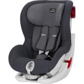Spoločne s bezpečím a pohodlím, KING II obsahuje integrovanú bočné a predné ochranu pre ešte bezpečnejšiu jazdu. Niekoľko naklápacích polôh zaisťuje komfortné cestu pre vaše spiace dieťa. Navyše vďaka patentovanému systému napnutie bezpečnostných pásov s naklápacie plochou sedadla umožňuje vždy bezpečnú a bezproblémovú inštaláciu.  Dokonalá kompatibilita, jednoduchá inštalácia  Prispôsobivá a ľahko inštalovateľná autosedačka KING II je schválená na použitie v každom vozidle s 3 bodovými bezpečnostnými pásmi. Naklápacie sedačka umožňuje jednoduchší prístup a dobrú viditeľnosť pri upravovaní bezpečnostného pásu. Akonáhle je bezpečnostný pás nastavený a zacvaknutie, sedačka automaticky napne bezpečnostný pás a zaistí tak bezpečné pripútanie.  pútanie  Túto detskú autosedačku možno v aute nainštalovať s 3-bodovým bezpečnostným pásom. Táto možnosť je praktická, ak autosedačku presúvate do rôznych áut, ktoré nemusia mať kotevné body ISOFIX. Vodítka bezpečnostných pásov autosedačky vám pomôžu sedačku správne upevniť. Než si kúpite autosedačku, nahliadnite do návodu na obsluhu vozidla, vyhľadajte vhodnej polohy v sede a požiadajte miestneho predajcu o skúšobnú inštaláciu vo vašom aute (vyžiadajte si zamestnanca preškoleného spoločností Römer).  Rozmery (V x Š x H)  67 x 45 x 54 cm  váha výrobku  10.3 kg