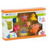 Detailný popis: Súprava obsahuje 2 hračky s prísavkou, 2 zvieratká, ktoré pri stlačení striekajú vodu ako fontána a 3 plávajúce zvieratká, ktoré spravia kúpanie dieťaťa ešte zábavnejšie. Tieto hračky podporujú jeho zvedavosť, rozvíjajú záujem o farby, tvary a o činnosť každej novej hračky. Prispievajú k interaktívnej hre rodičov s dieťaťom, pomáhajú vymýšľať rôzne vodné hry s jednotlivými hračkami v tejto súprave. Jedná sa o mäkké hračky, ktoré si dieťa môže dať do úst ako hryzátko a tým sa uľavuje jeho ďasnám, pri problémoch s rastom prvých zúbkov. Súprava obsahuje sieťku s kapsičkami, do ktorej je možné uložiť hračky i detskú kozmetiku pre kúpanie. Sieťka sa pripevňuje pomocou prísaviek, ktoré sú súčasťou súpravy a majú tvar zvieratiek