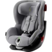 Bezpečná jazda pre Vaše dieťa. Pri cestovaní s malými deťmi je pre každého rodiča na prvom mieste bezpečnosť. Nerobte kompromisy a stavte na kvalitu a vyberte pre svoje dieťa to najlepšie. Spoločnosť BRITAX RÖMER vybavila novú autosedačku KING II LS inovatívnym svetelným a akustickým indikátorom pásov, ktorý Vám pomôže zaistiť Vášmu dieťaťu bezpečnú a pohodlnú jazdu. Autosedačka je určená pre deti od 9 -18 kg. Dôverujte schopnostiam našich expertov na bezpečnosť. Autosedačka má všetky bezpečnostné funkcie, ktoré od výrobkov spoločnosti BRITAX RÖMER očakávate. Vlastnosti:      umiestnenie v smere jazdy od 9 kg do 18 kg     svetelný a akustický indikátor Vám umožní správne upnúť pás, aby Vaše dieťa cestovalo bezpečne a pohodlne     sedačka sa nakloní dopredu a umožňuje tak lepší prístup a viditeľnosť pre uľahčenie inštalácie     patentovaný systém upínania bezpečnostných pásov zaisťuje jednoduchú, bezpečnú a pevnú inštaláciu sedačky vo vozidle     5-bodový bezpečnostný pás smeruje sily pôsobiace pri náraze cez silné kosti tela do sedačky. Umožňuje Vám dokonale prispôsobiť pás veľkosti dieťaťa, ktoré je v sedačke v bezpečí     hlboké, mäkko polstrované bočnice zaisťujú optimálnu ochranu dieťaťa proti bočnému nárazu v rámci celej sedačky     výkonné ramenné opierky obmedzujú pohyb dieťaťa dopredu a tiež energiu, ktorá vznikne v prípade nehody     výškovo nastaviteľná hlavová opierka a bezpečnostný pás s jednoduchým nastavením jednou rukou umožňujú sedačke rásť spolu s Vaším dieťaťom, bez toho aby ste museli pás vynímať a znova navliekať     4 naklápacie polohy umožňujú nastaviť dieťaťu pohodlnú polohu na spanie, bez toho aby ste ich rušili     pridržiavače pásov pre jednoduché usadenie a vyberanie dieťaťa z autosedačky     zámok zostáva v prednej polohe pre jednoduché usadzovanie dieťaťa do sedačky     rýchlo odnímateľný poťah eliminuje potrebu pás pri praní poťahu vynímať, čo zaručuje, že bude vždy nainštalovaný správne     mäkko vypolstrovaný poťah udržuje vaše dieťa 
