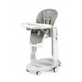 TATAMIA  Multifunkční polohovací židlička pro děti od narození do 3 let.  Tři produkty v jednom - pohodlná kolébka, polohovací lehátko nebo  židlička. Je vybavená tzv. Stop & Go brzdovým systémem pro bezpečné a  jednoduché přesouvání. Nastavitelná opěrka zad a nohou umožňuje ideální  pozici i pro novorozence. Celá židlička je výškově nastavitelná a ze  snadno udržovatelných materiálů. Dvojitý pultík je vybavený držákem  nápojů, jeho vrchní část lze mýt v myčce na nádobí a je zcela  odnímatelný. Bezpečnost dítěte zajišťuje 5bodový bezpečnostní pás.  Vlastnosti: - 3 produkty v 1 - lehátko, kolébka, židlička - polohovatelná opěrka zad a nohou - důmyslný zabržďovací systém - snadná údržba - snadno se skládá a složená stojí samostatně - 5bodový bezpečnostní pás - výškové polohování - vhodné od narození do 36 měsíců  Rozměry: - rozložená: 59 x 107 x 78 cm (š x v x h) - složená: 59 x 94,5 x 35 cm (š x v x h)  Váha: 14 kg  Příslušenství k dokoupení: - dětská vložka