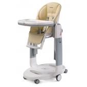 Multifunkčná polohovacie stolička pre deti od narodenia do 3 rokov.  Tri produkty v jednom - pohodlná kolíska, polohovacie lehátko alebo stolička. Je vybavená tzv. Stop & Go brzdovým systémom pre bezpečné a jednoduché presúvanie. Nastaviteľná opierka chrbta a nôh umožňuje ideálnu pozíciu aj pre novorodencov. Celá stolička je výškovo nastaviteľná a zo ľahko udržiavateľné materiály. Dvojitý pultík je vybavený držiakom nápojov, jeho vrchná časť možno umývať v umývačke riadu a je úplne odnímateľný. Bezpečnosť dieťaťa zabezpečuje 5bodový bezpečnostný pás.  vlastnosti:      3 produkty v 1 - lehátko, kolíska, stolička     Polohovateľná opierka chrbta a nôh     Dômyselný zabržďovací systém     Jednoduchá údržba     Ľahko sa skladá a zložená stojí samostatne     5bodový bezpečnostný pás     Výškové polohovanie     Vhodné od narodenia do 36 mesiacov  Rozmery:      Rozložená: 59 x 107 x 78 cm (š x v x h)     Zložená: 59 x 94,5 x 35 cm (š x v x h)     Váha: 14 kg  Príslušenstvo na dokúpenie:      Detská vložka     kit tatamia