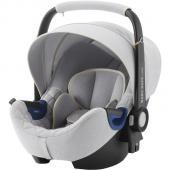 Bundle set Autosedačka Baby-Safe i-Size a základňa na Isofix Flex Base Baby-Safe i-Size. i-Size bezpečnosť bez kompromisov pre vaše rastúce dieťa. Táto špeciálna edícia Nordic Grey sa štýlovým prešívaním a prvotriednym poťahom spája jedinečný vzhľad s mimoriadnou bezpečnosťou. Pôsobivé prevedenie vyzerá skvele, autosedačka je mäkká a pohodlná a jej súčasťou je predĺžená slnečná clona. Vhodné pre dieťa - od narodenia do 15-tich mesiacov BABY-SAFE2 i-SIZE bola navrhnutá tak, aby vyhovela novej norme ECE R129 (i-Size) týkajúce sa autosedačiek, a je vhodná pre novorodencov a deti do 15 mesiacov alebo 83 cm výšky. Detská autosedačka je vybavená vložkou pre novorodenca, ktorá zaistí dodatočnú ochranu a pohltí energiu v prípade nárazu. Vložka môže byť odstránená a hlavová opierka môže byť prispôsobená tak, aby poskytla viac priestoru pre vaše rastúce dieťa. Patentovaná technológia polohy ležmo pre bezpečie a pohodlie Vieme, ako je náročné rozhodnúť o najbezpečnejší polohe ležmo pre novorodencov počas cestovania autom. Vzhľadom k tomu, že svaly novorodenca nie sú ešte úplne vyvinuté, poloha ležmo je lepšie, zatiaľ čo poloha viac sede je bezpečnejšie v prípade nárazu. BABY-SAFE2 i-SIZE je vybavená našou patentovanou technológiou polohy ležmo, ktorá vám poskytne jednoduché riešenie - prispôsobením hlavové opierky umožníte nastavenie polohy ležmo. Môžete dokonca zabezpečiť lepšiu polohu ležmo pre vaše dieťa použitím FLEX BASE BABY-SAFE i-SIZE v niektorých modeloch vozidiel. Pokoj v duši počas prvých ciest vášho dieťaťa Deti, najmä potom novorodenci, sú najviac zraniteľní cestujúci a vyžadujú preto ochranu proti každému možnému nárazu. Práve preto sme sa sústredili na vývoj, skúšanie, zdokonaľovanie a výrobu detských autosedačiek, ktoré spĺňajú najnáročnejšie možné štandardy a ich skúšky prevyšujú nároky na novú normu týkajúcu sa bezpečnosti detí (ECE R129). Kúpite Ak BABY-SAFE2 i-SIZE, kúpite aj náš výskum a záruku bezpečnosti pre vaše dieťa a zaistíte si tak úplný pokoj v duš