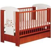 stabilná detská postieľka s originálnou aplikáciou medvedíka, ekologická a bezpečná, výškovo polohovateľné dno - 3 polohy: 1. poloha - keď dieťatko len leží (horná poloha) 2. poloha - keď dieťatko sedí (stredná poloha) 3. poloha - keď dieťatko samostatne stojí (dolná poloha) odnímateľné dve priečky, zaokrúhlené bezpečné hrany postieľky, stabilná konštrukcia, praktický úložný šuflík, jednoduchá montáž (súčasťou sú montážne šróby), postieľka je určená pre deti do 3 rokov.  Rozmery postieľky: 120x60x85 cm vnútorné rozmery: 120x60 cm váha: 13 kg  SÚČASŤOU POSTIEĽKY NIE JE VNÚTORNÝ MATRAC!