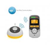 Digitální audio baby monitor s časovačem péče o dítě je navržen tak,  abyste se ujistili, že uslyšíte každé pípnutí a nezmeškáte ani jediný  zvuk. MBP161Timer je první dětský monitor navržen tak, aby nejen sledoval  dítě, ale pomohl rodičům sledovat důležité každodenní detaily.  Integrovaný časovač umožňuje rodičům nastavit připomenutí pro krmení,  výměnu plenky nebo čas odpočinku. Nejenže pomůže udržet přehled  vpoznámkách a úkolech, ale pomáhá dítě uklidnit pomocí zlatavého  nočního osvětlení na dětské jednotce. Obousměrná komunikace a velký rozsah vám pomůže zůstat ve spojení s  dítětem z libovolného místa v domě, zatímco pět integrovaných ukolébavek  pomáhá udržet dítě v klidu a pomáhá dítě uvést zpět do spánku.  MBP161Timer je také vybaven displejem teploty v místnosti, můžete tak  zajistit, že dítěti nikdy nebude příliš horko nebo příliš zima. Znaky:      Bezdrátová technologie: DECT     Tři nastavení časovače pro péči o dítě     Noční světlo (jednotka dítěte)     Ukazatel pokojové teploty     Obousměrná komunikace.     Vysoce citlivý mikrofon     Podsvícený LCD displej     Indikátor hladiny zvuku     Dosah 300m*     Varování v případě, že jste mimo dosah jednotky     Upozornění na vybitou baterii     Podstavec