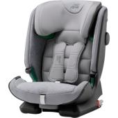 Autosedačka ADVANSAFIX i-SIZE BRITAX RÖMER Máme na srdci zaistenie tej najvyššej bezpečnosti pre dieťa v každom veku, preto naše štandardy neustále zvyšujeme. ADVANSAFIX i-SIZE je inováciou ocenené autosedačky ADVANSAFIX IV R a spĺňa tú najprísnejšiu bezpečnostnú normu ECE R129 / 03 i-Size. Porastie s vaším dieťaťom S autosedačkou ADVANSAFIX i-SIZE je vyrastanie ešte zábavnejšie! Vďaka funkcii FLIP & GROW môžete prepnúť z integrovaného 5bodového pásu sedačky (dieťa 76-102 cm) na 3-bodový bezpečnostný pás (dieťa 100-150 cm). Žiadna z častí autosedačky nie je odnímateľná, takže sa nič nemôže stratiť a premena späť je možná kedykoľvek. Autosedačka je navyše vylepšená o bezpečnostný popruh XP-PAD novej generácie (pre skupinu 2-3 / od 25 kg váhy dieťaťa), ktorý je ešte bezpečnejšia, pohodlnejšie, mäkšie a ľahšie sa používa. V prípade čelného nárazu odvádza až 30% energie z oblasti krku dieťaťa, narozdiel od použitia iba pásu pre dospelých. Vylepšené, extra mäkké polstrovanie a jednoduché polohovanie EasyRecline s tromi nastaviteľnými polohami navyše ako mávnutím čarovného prútika navodí počas jazdy ešte väčšie pohodlie. Výlety s deťmi sa tak pre nich aj pre vás stanú určite nezabudnuteľné. Výnimočné bezpečia - deň čo deň Autosedačka ADVANSAFIX i-SIZE má pokročilé bezpečnostné vlastnosti. Pripútate Ak dieťa pomocou 3-bodového pásu, technológia SecureGuard drží pás v optimálnej polohe nad panvovými kosťami, čo ochraňuje jeho brušnú oblasť. Pás sa jednoducho používa, takže staršie deti sa dokážu pripútať samy. Okrem toho nastaviteľná technológie SICT a opierka hlavy v tvare písmena V im poskytujú ochranu v prípade bočného nárazu. K tomu patentovaný Pivot Link ISOFIX sýtom znižuje zaťaženie zase pri eventuálnom čelnom náraze. Kvalita a precíznosť vyrobená v Nemecku Sme presvedčení, že návrh a výroba produktov by mala ísť ruka v ruke na jednom mieste. Preto bola sedačka ADVANSAFIX i-SIZE plne vyvinutá, navrhnutá aj vyrobená v Nemecku a pred schválením musela prejsť mnohými te