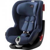 Bezpečná jazda pre Vaše dieťa  Pri cestovaní s malými deťmi je pre každého rodiča na prvom mieste bezpečnosť. Nerobte kompromisy a stavte na kvalitu a vyberte pre svoje dieťa to najlepšie. Spoločnosť BRITAX RÖMER vybavila novú autosedačku KING II LS inovatívnym svetelným signálom. Autosedačka je určená pre deti od 9 -18 kg. Dôverujte schopnostiam našich expertov na bezpečnosť. Autosedačka má všetky bezpečnostné funkcie, ktoré od výrobkov spoločnosti BRITAX RÖMER očakávate.  Umiestnenie po smere jazdy od 9 kg do 18 kg Svetelný indikátor vám umožní správne upnúť pás, aby vaše dieťa cestovalo bezpečne a pohodlne Patentovaný systém upínania bezpečnostných pásov zaisťuje jednoduchú, bezpečnú a pevnú inštaláciu sedačky vo vozidle Sedačka sa nakloní dopredu a umožňuje tak lepší prístup a viditeľnosť pre uľahčenie inštalácie 5-bodový bezpečnostný pás smeruje sily pôsobiace pri náraze cez silné kosti tela do sedačky. Umožňuje vám dokonale prispôsobiť pás veľkosti dieťaťa, ktoré je v sedačke v bezpečí. Hlboké, mäkko polstrované bočnice zaisťujú optimálnu ochranu dieťaťa proti bočnému nárazu v rámci celej sedačky Výkonné ramenné opierky obmedzujú pohyb dieťaťa dopredu a tiež energiu, ktorá vznikne v prípade nehody Výškovo nastaviteľná hlavová opierka a bezpečnostný pás sa jednoduchým nastavením jednou rukou umožňujú sedačke rásť spolu s vaším dieťaťom, bez toho aby ste museli pás vynímať a znova navliekať 4 naklápacie polohy umožňujú nastaviť dieťaťu pohodlnú polohu na spanie, bez toho aby ste ich rušili Pridržiavače pásov pre jednoduché usadiť sa a vyberanie dieťaťa z autosedačky Zámok zostáva v prednej polohe pre ľahké usadzovaniu dieťaťa do sedačky Rýchlo odnímateľný poťah eliminuje potrebu pás pri praní poťahu vynímať, čo zaručuje, že bude vždy nainštalovaný správne Mäkko vypolstrovaný poťah udržuje vaše dieťa v sedačke v bezpečí Batérie vo svetelnom systéme sú dodávané spolu so sedačkou a pri bežnom používaní spotrebiteľom vydržia po celú dobu trvanlivosti produktu (pribl